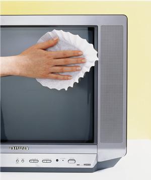 sai lầm khi vệ sinh màn hình tivi - chọn sai dụng cụ vệ sinh